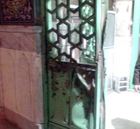 در مسجد جامع زاهدان که در حادثه تروریستی تیرماه امسال آسیب دیده